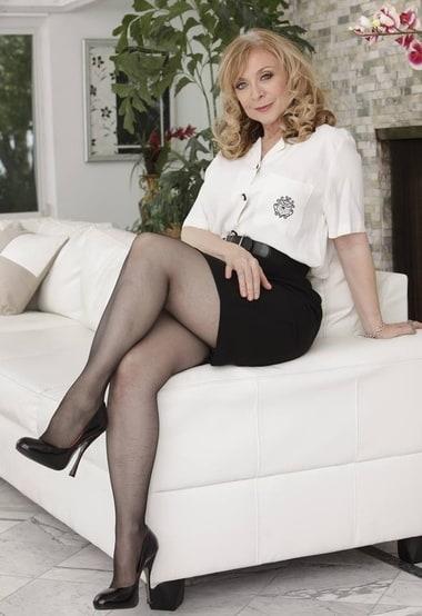Ich freue mich sehr über Sex von der gesichtslosen alten Frau, die heimlich in deinem Haus lebt.